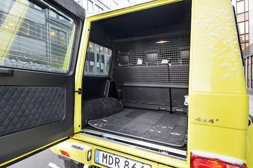 Trångt bagageutrymme och baksätet endast fällbart i 60/40-konfiguration.