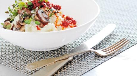 Recept på risotto med svamp och färskost.