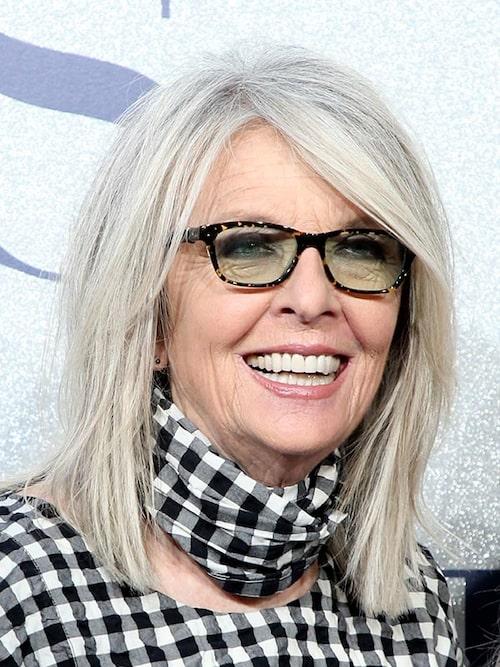 73-åriga Diane Keaton, skådespelerska, i uppklippt axellång frisyr.