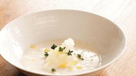 Gjuten gräddfilscrème med citrongranité och timjan