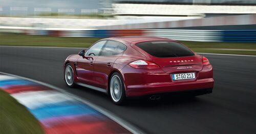 911 och Panamera är de två modeller som främst berörs av det misstänkta fusket med bensinmotorer. Det rör sig både om mjuk- och hårdvarumanipulation. Bland annat hundratusentals mail hos biltillverkaren vittnar om att oegentligheter med bensinmotorers utsläpp har ägt rum.