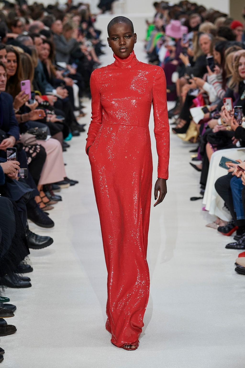 Höstmode 2020: rött hos Valentino AW20.
