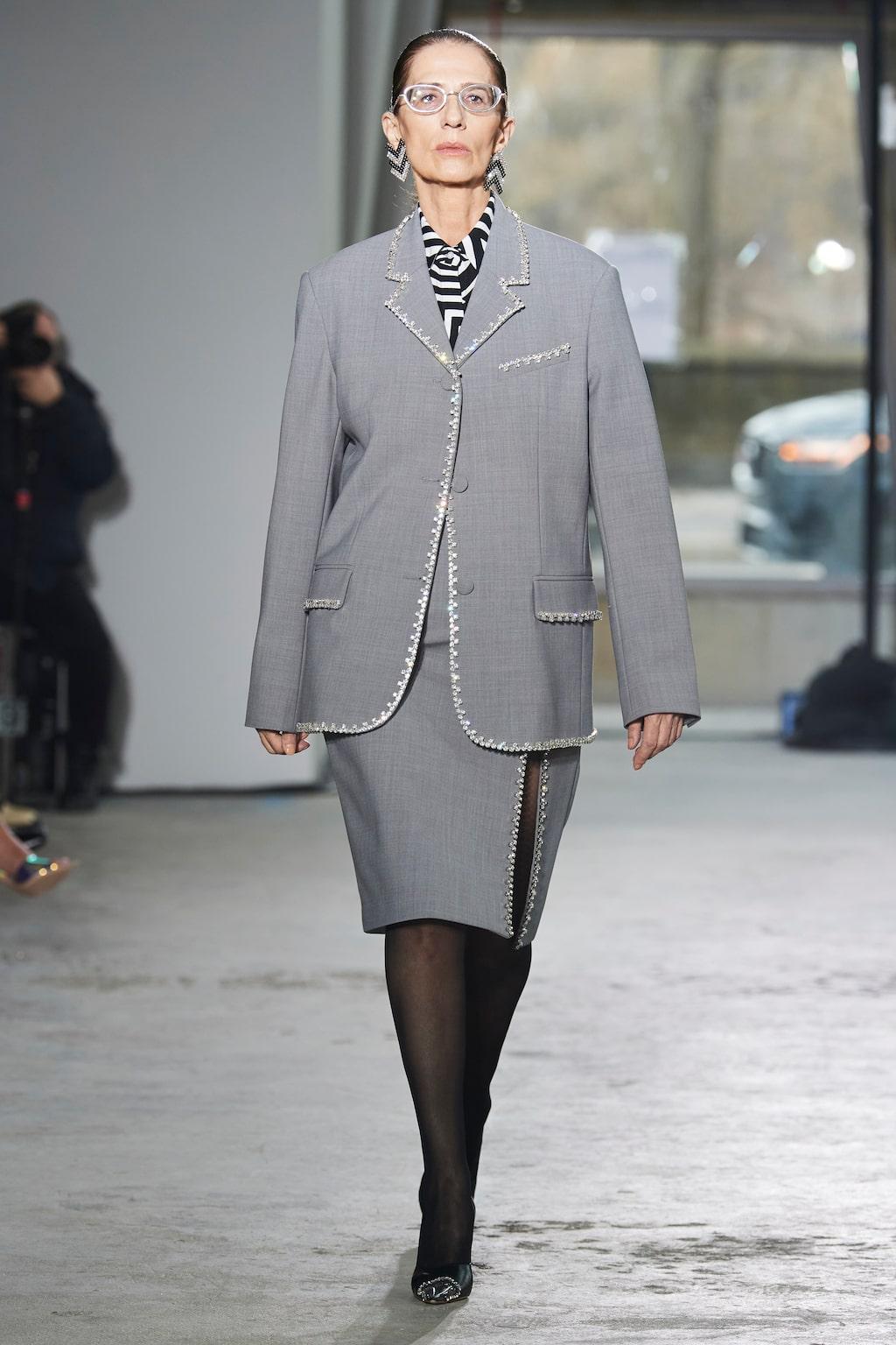 Höstmode 2020: kavaj och kjol hos Area AW20.