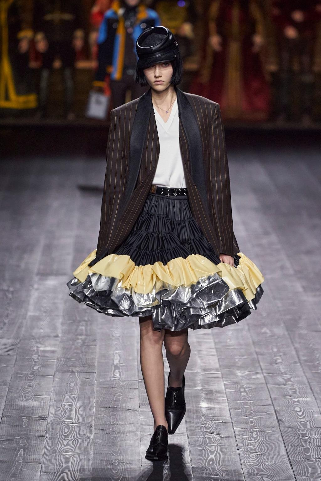 Höstmode 2020: kavaj och kjol hos Louis Vuitton AW20.
