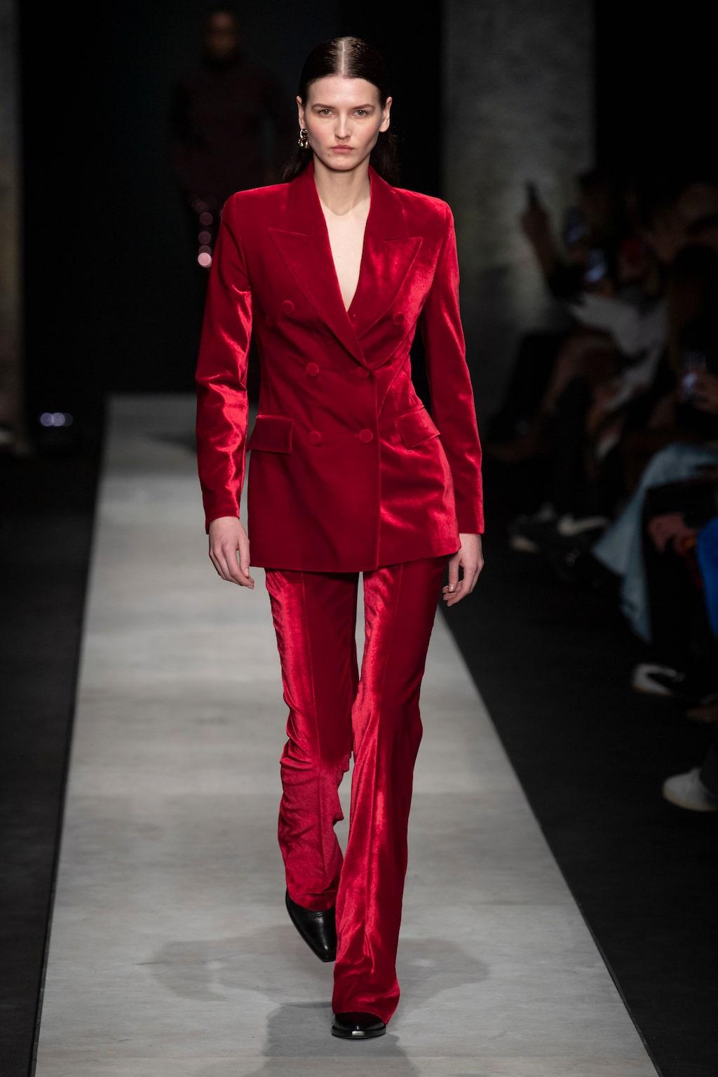 Höstmode 2020: rött hos Ermanno Scervino AW20.