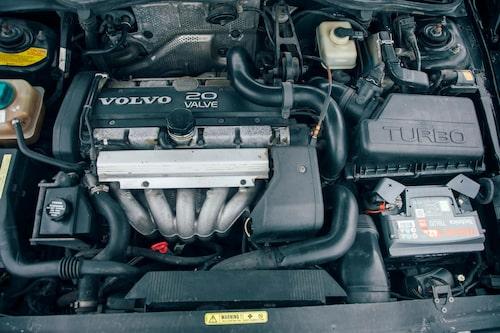 En extra cylinder jämfört med 2,3-Saabfyran.