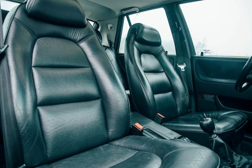 Saab var tidigt ute med ergonomer i utvecklingen av sina säten. 9000-stolen är ett under av komfort.