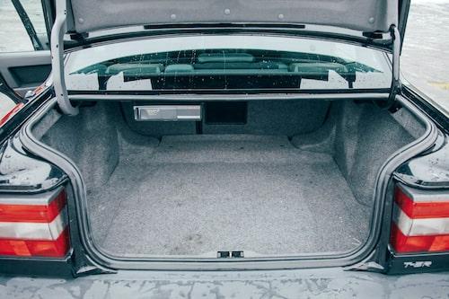 Låg lasttröskel var toppmodernt på 1990-talet, det hade Volvo 850. Notera CD-växlaren i överkant.