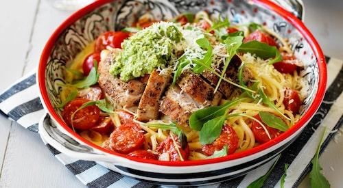 Recept på kalkonfilé med parmesankrämig spagetti och kronärtskocksröra