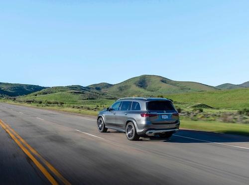 Hela 5 207 millimeter lång slår GLS svenskfavoriten Volvo XC90 (längd 4 953 mm) med 25,4 centimeter.