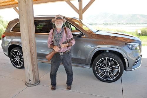 """Svenskättlingen """"Sparky"""" gillar Mercedes nya diligens, även om han helst föredrar att råna ånglokståg."""