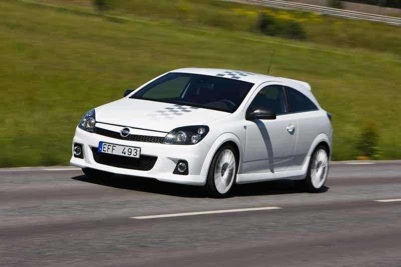 Provkörning av Opel Astra OPC Nürburgring Edition