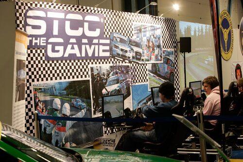 """STCC-organisationen är också på plats, bland annat för att """"promota"""" sitt nya datorspel."""