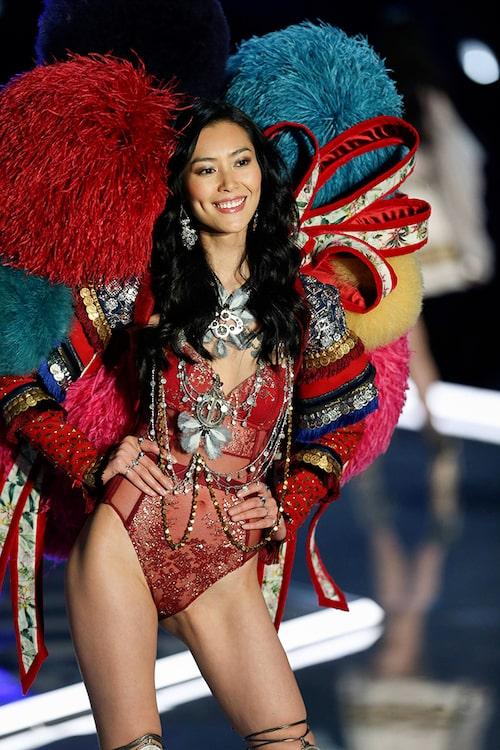 Modellen Sui He på Victorias Secret Fashion Show. Foto: IBL.