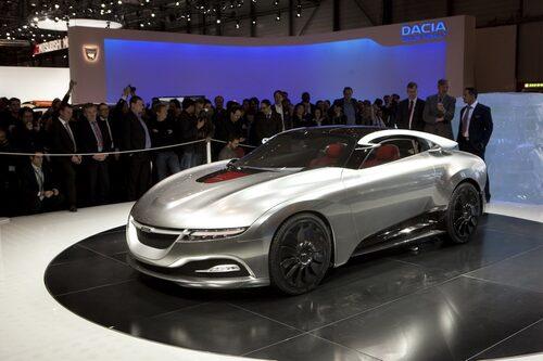 """När Phoenix premiärvisades på Genèvesalongen 2011 gick BMW:s föredetta chefsdesigner Chris Bangle fram till en något ställd Jason Castriota och ställde frågan """"Varför är Phoenix en Saab?"""""""