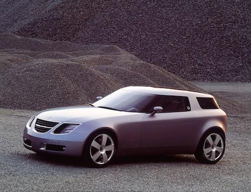 I början av 2000-talet spådde Saabs designers att krockkudden skulle placeras i vindrutestolpen på framtidens bilar. 9X-konceptet använde denna lösning och kunde därför ha en tunn och snygg ratt.