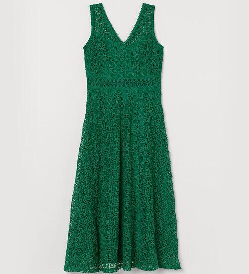 Festklänning från H&M i grön spets. Klicka på bilden och kom direkt till klänningen.