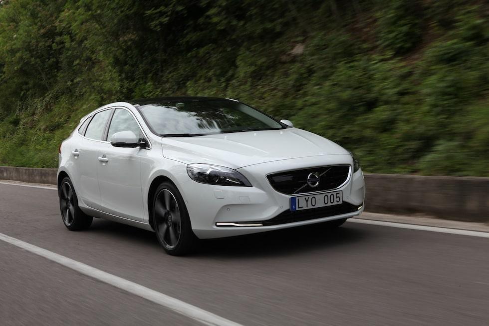 För exakt tre månader sedan presenterade Volvo sin nya utmanade i golfklassen – V40. I dag är det dags för premiärturen i bilen som Volvo kallar sin säkraste bil hittills. Teknikens Värld skickade testchef Hans Hedberg till 26 grader och sol i Verona där provkörningen äger rum.
