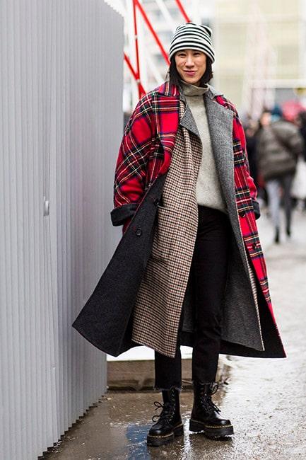 Rusta dig mot kylan med hjälp av två snygga kappor, gärna i ull.