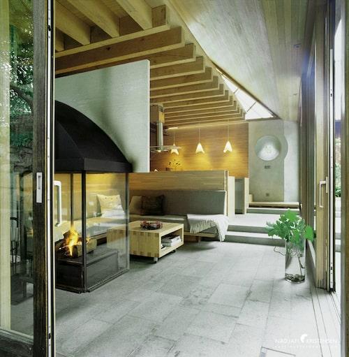 Massiv ek och Ölandskalksten är några av de få material som man använt sig av inne i Kvarnhuset.