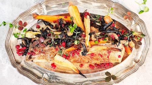 Recept på helstekt spätta med rotfrukter, stekt svamp och brynt smör med lingon.