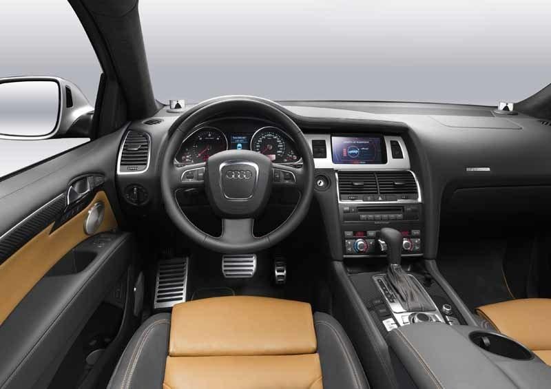 Mycket som kostar extra i andra bilar är standard i Q7 V12 TDI.
