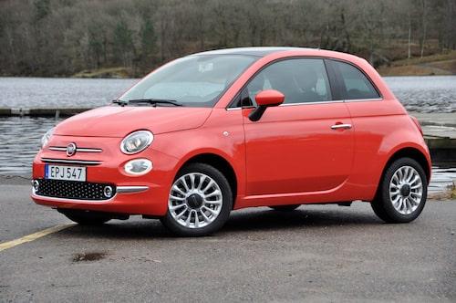 Sidoprofilen är omisskänligt Fiat 500 och identisk med formdebuten som skedde 2007.