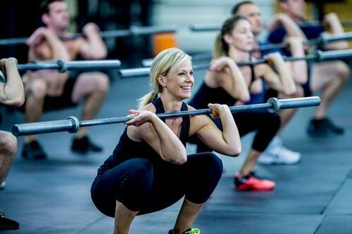 Finns det något roligt pass i närheten, med inslag av styrketräning (antingen med din egen kroppsvikt eller redskap)? Perfekt!
