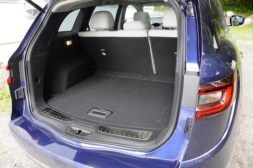 Något under av utrymme för bagage har Koleos icke, den lastar 498 VDA-liter med baksätet intakt.