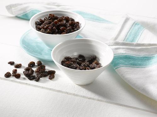 California Raisins är saftiga och söta russin som odlas i Kalifornien. De soltorkas långsamt för att bevara den söta smaken.