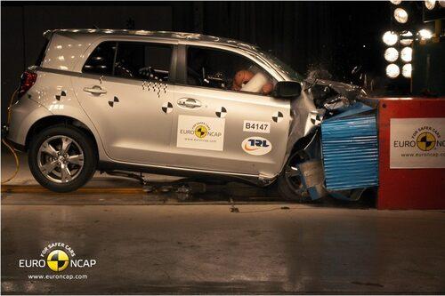 25 november. Nya Toyota Urban Cruiser uppnår endast tre av fem stjärnor i Euro NCAP:s krocktest. Ett fiasko för den japanska biljätten.