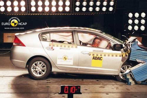 27 augusti. Nya Toyota Prius och Honda Insight presterar toppbetyg i Euro NCAP:s krocktester.