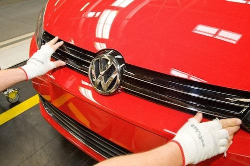 20 april. Volkswagen är världens största biltillverkare? Siffror för första kvartalet visar att Volkswagen säljer fler bilar än Toyota.