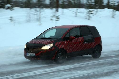 29 oktober. Biltestare i Norrland kan slippa de sänkta hastigheterna på svenska vägar. Vägverket säger att det är möjligt för dem att söka dispens.