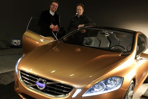 27 mars. Volvos designchef Steve Mattin uppger att han lämnar Volvo efter bara knappt fyra år hos den svenska biltillverkaren. Steve Mattin är till höger på bilden.
