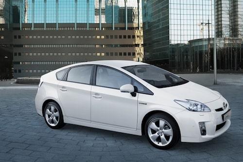 8 juni. I april intog Honda Insight som första hybridbil försäljningslistans förstaplats i Japan. Men glädjen blev kortvarig. Nu tar nya Toyota Prius över topplaceringen.