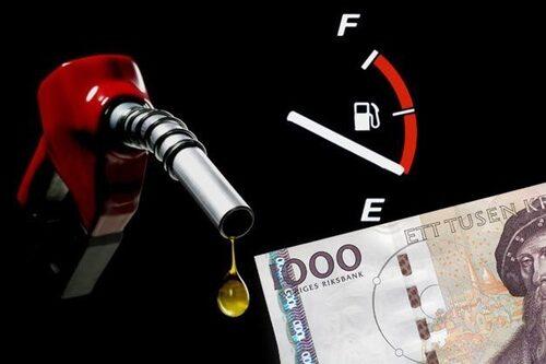 15 juni. Lagom till semestern når bensinpriset nya rekordhöjder för året – mer än 13 kronor kostar en liter 95-oktanig soppa.