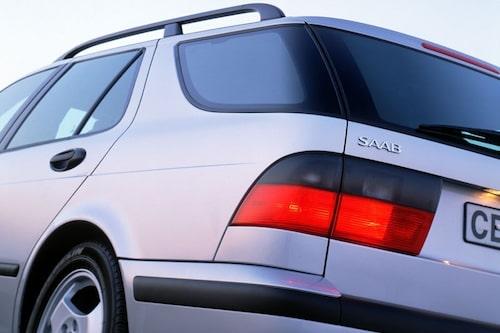 14 december. Beijing Automotive köper verktyg och teknik från Saab. Affären är värd 1,4 miljarder kronor. Bilmodellerna det gäller är 9-3 och gamla 9-5.
