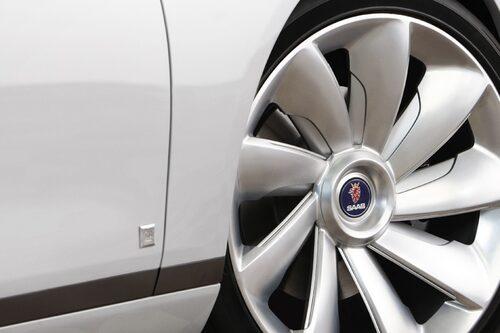 20 april. Saab uppges diskutera affär med sex seriösa spekulanter av de 27 totalt.