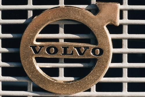 25 februari. Volvo, som mår taskigt rent ekonomiskt, beviljas EU-lån på fem miljarder kronor.