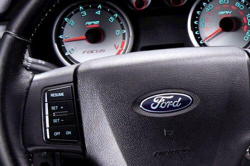 14 oktober. Ford återkallar 4,5 miljoner fordon då ett fel i farthållaren kan leda till brand. Totalt handlar det om 16 miljoner fordon de senaste tio åren vad gäller detta fel. Rekord!