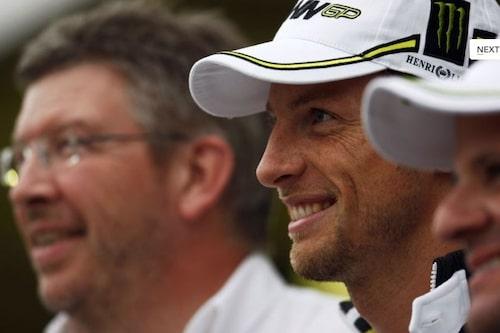 18 oktober. Jenson Button och Brawn GP blir världsmästare i Formel 1.