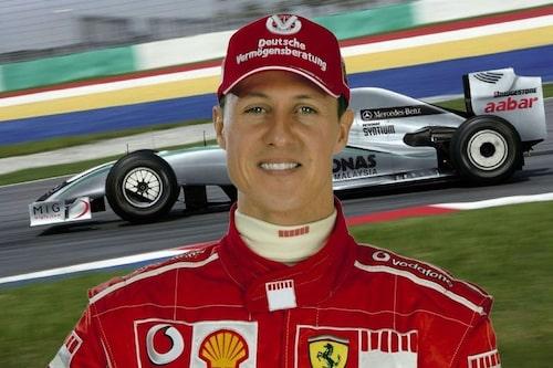 23 december. Årets antagligen största nyhet i motorsportvärlden. Michael Schumacher, sjufaldig Formel 1-världsmästare, gör comeback efter tre års frånvaro. Hans nya stall är Mercedes Grand Prix.