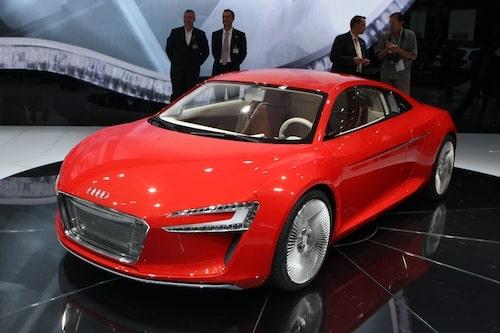 15 september. Audi presenterar e-Tron, en R8 med eldrift för 25 mils körning. Snabb och bekräftad för produktion.