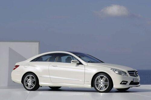 17 februari. Mercedes E-klass Coupé, efterträdare till CLK, gör entré.