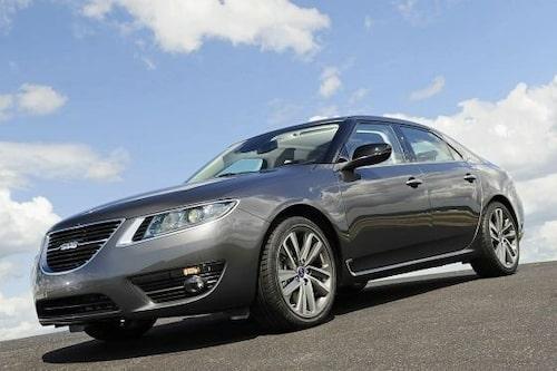 22 juli. Nya Saab 9-5 avslöjas då bilder på bilen läcker ut på Internet.