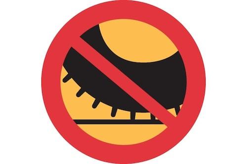 27 november. En ny trafikskylt med aningen lustig lydelse har tagits fram för att sättas upp på gator där dubbdäckförbud träder i kraft.