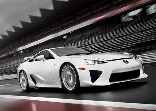 21 oktober. Lexus presenterar sin nya supersportbil LFA som ska utmana herrar på täppan så som Ferrari, Lamborghini, Porsche och Aston Martin.