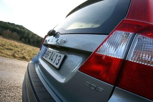 5 juli. Volvo V70 2,0F klarar inte sommarvärmen. Hundratals ägare till bilmodellen uppger att bränslepumpen inte klarar den kraftiga värmen.
