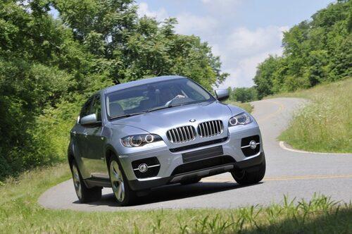 13 augusti. BMW presenterar sina två första hybridbilar – 7-serie ActiveHybrid och X6 ActiveHybrid. Förstnämnda en mildhybrid medan sistnämnda är en fullhybrid med hela 485 hästkrafter.